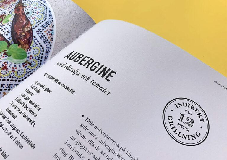 """Uppslag med recept på aubergine i boken """"Alla älskar grillat"""" av Christian Hellberg"""