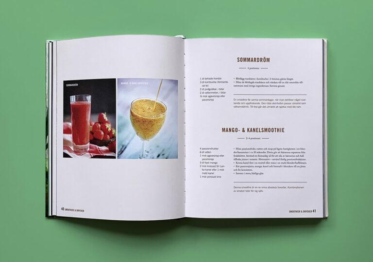 """Uppslag med recept på mango- och kanelsmoothie samt smoothien """"Sommardröm"""" i boken """"En grön kärleksaffär"""""""