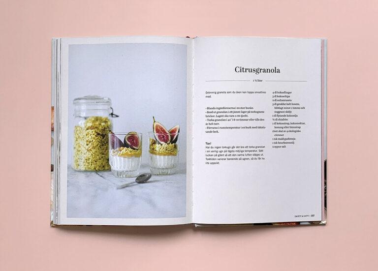 """Uppslag med recept på citrusgranola i boken """"Superfood – desserter och drycker"""""""
