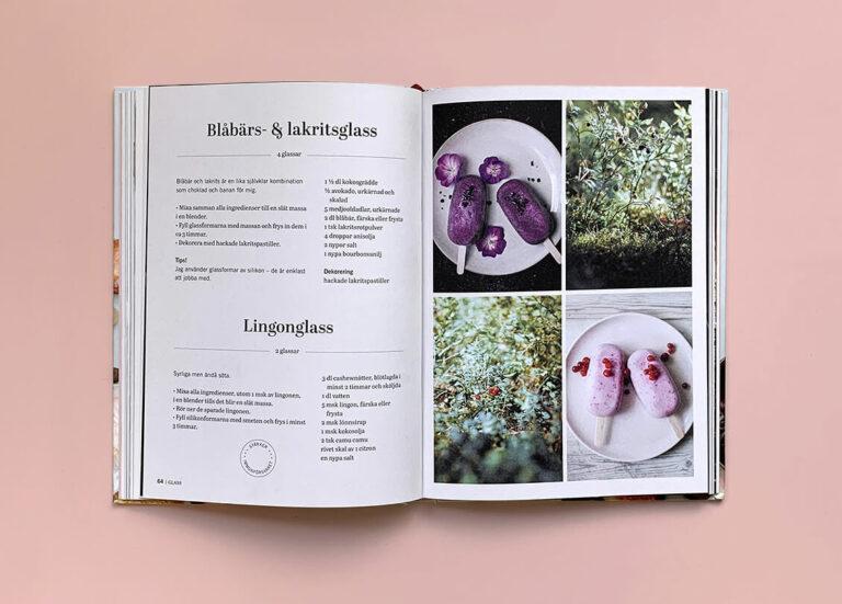 """Uppslag med recept på lingonglass i boken """"Superfood – desserter och drycker"""""""
